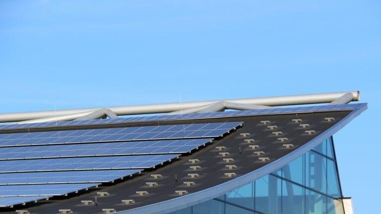 Accro Net Marseille Aix-en-Provence Cordiste Travaux en hauteur Nettoyage en hauteur travaux sur cordes accès difficile panneaux solaires
